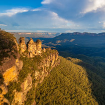 Famous Three Sisters rock formation in Blue Mountains of NSW, Au